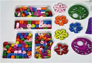 Lav selv smykker med træperle bogstaver