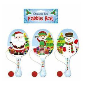 Jule bat med bold og elastik